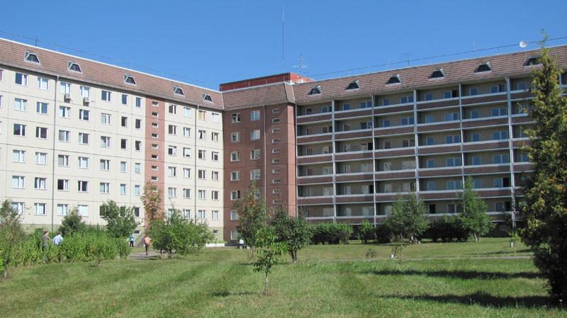 В лікарні Івано-Франківська хворі лежать на брудній білизні, а медпрацівники пояснюють, що чиста постіль – платна, бо пере її… приватник